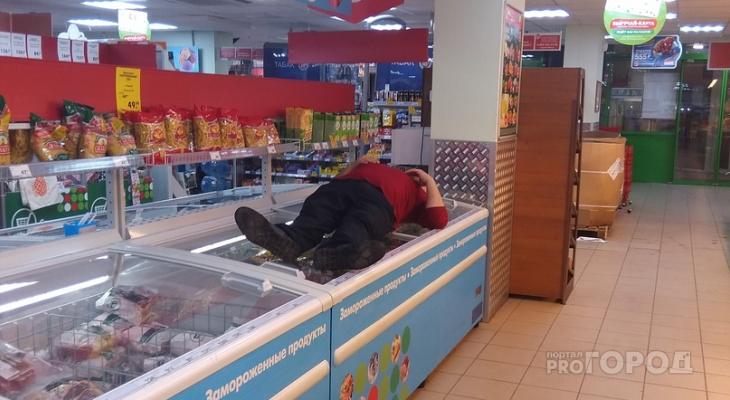 Сыктывкарец уснул на холодильнике в продуктовом магазине (фото)
