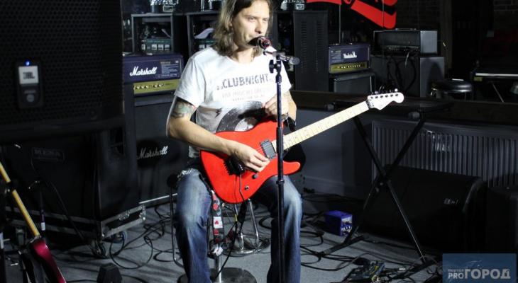 Музыкант рок-группы «Кипелов» показал сыктывкарцам, как играть на  гитаре (фото)
