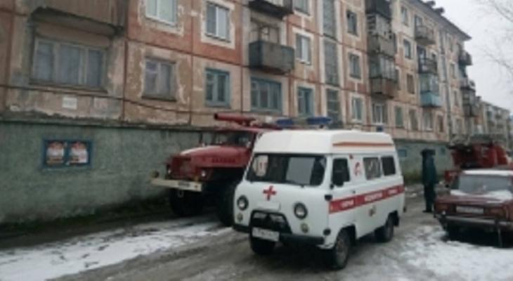 В Коми пожарные вывели из горящей квартиры двух человек