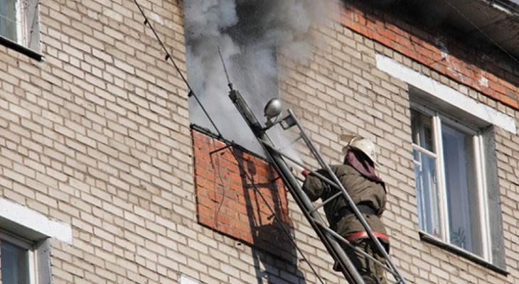 В Коми из-за пожара в пятиэтажке эвакуировали 40 человек