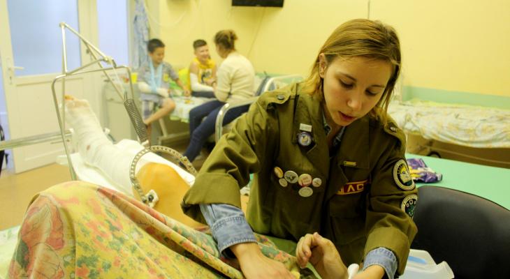 Грустные хроники детской травматологии: студенты навестили пациентов больницы (фото)