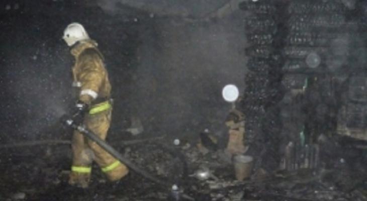 В Сыктывкаре пожар в деревянном балке закончился трагедией