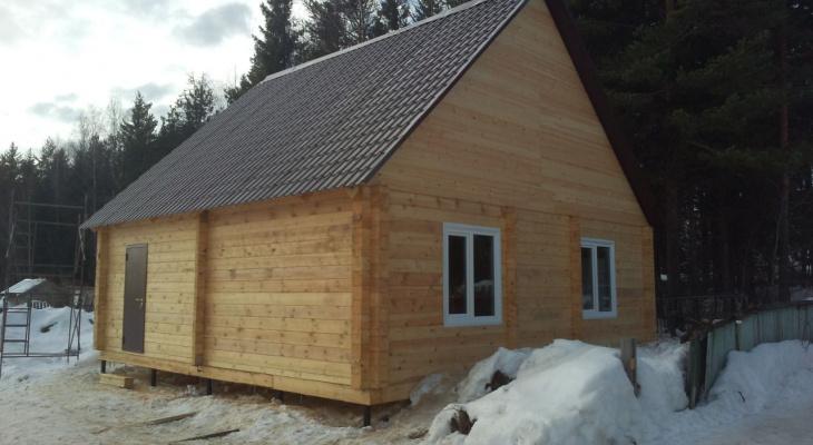 Деревянный дом: можно ли строить его зимой?
