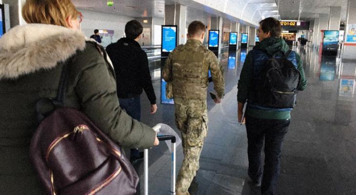 Киев запретил въезд всем, у кого есть российский паспорт