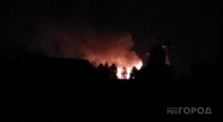 В Коми произошел мощный пожар рядом с монастырем (фото)