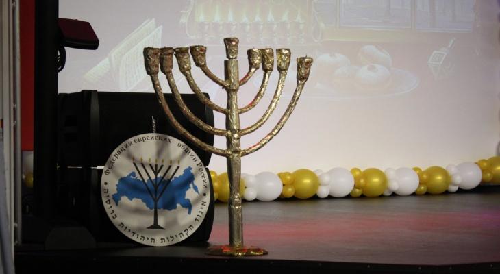 Как празднуют Хануку в Сыктывкаре: местные иудеи приготовили 44 свечи и много пончиков (фото)