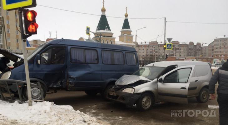 В Сыктывкаре на перекрестке возле храма произошло жесткое ДТП (фото)