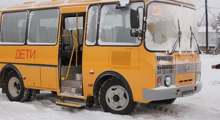 В Коми произошло ДТП со школьным автобусом, полным детей