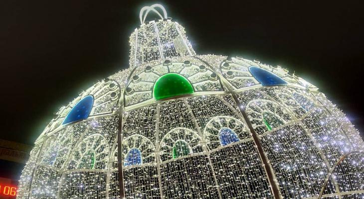 Фото дня: включение новогоднего шара в Сыктывкаре