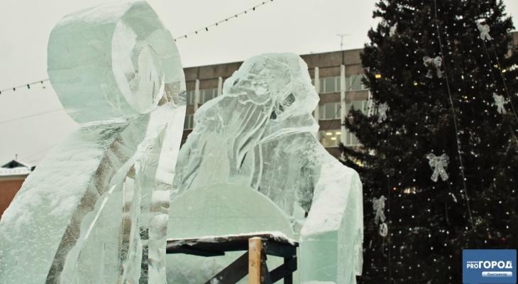 Тонны льда, автокраны и бензопилы: как в Сыктывкаре возводят ледовый городок (фото)
