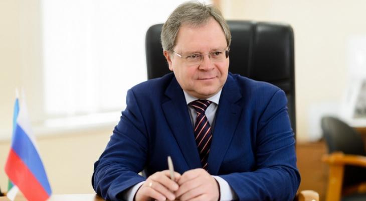 «Ожидание чуда и добрых перемен»: мэр Сыктывкара поздравляет горожан с Новым годом и Рождеством