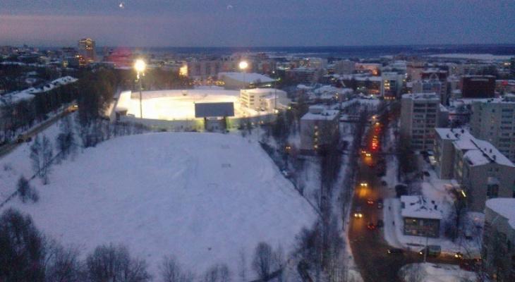 Сыктывкарцы просят построить лестницу вместо опасного спуска в центре города