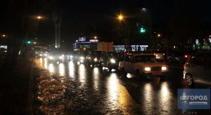 В Сыктывкаре из-за пробки отключили новый светофор