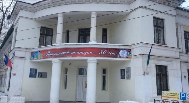 В Пушкинской гимназии Сыктывкара рушатся стены: учеников переводят в другое заведение