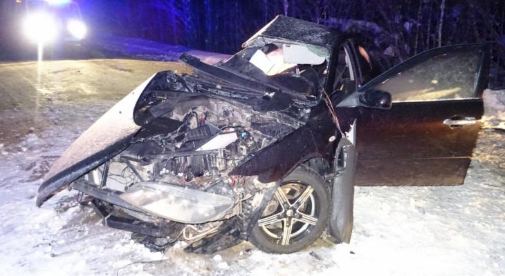 Пассажирка «Лады», которая влетела в «Мазду» на трассе в Коми, скончалась