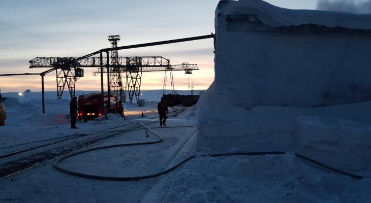 В Коми на территории склада одной из шахт Заполярья вспыхнул пожар