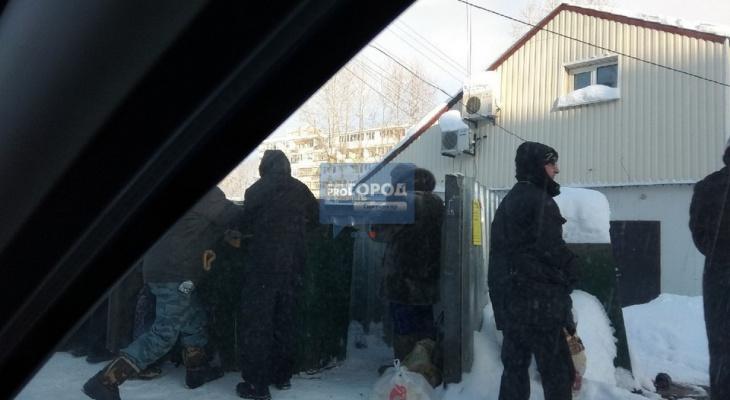 Сыктывкарцы о пенсионерах, которые забирали «просрочку» из мусорных баков: «Собрали бомжей»