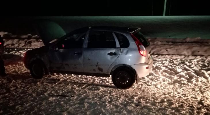 В Коми водитель «Калины» опрокинулся на дороге и поранил палец