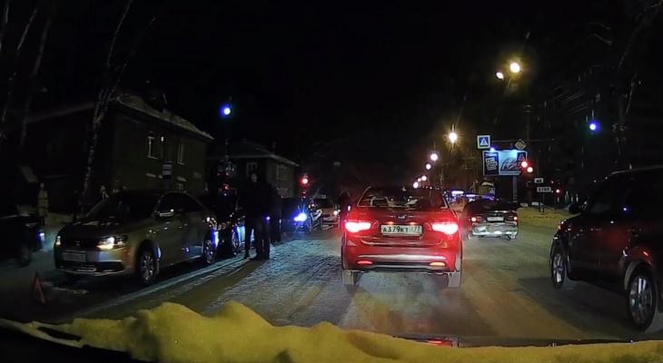 В Сыктывкаре из-за пяти водителей «встал» самый длинный проспект Европы (видео)