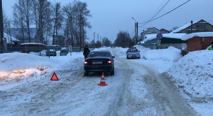 В Сыктывкаре ребенок перебегал дорогу и угодил под колеса авто