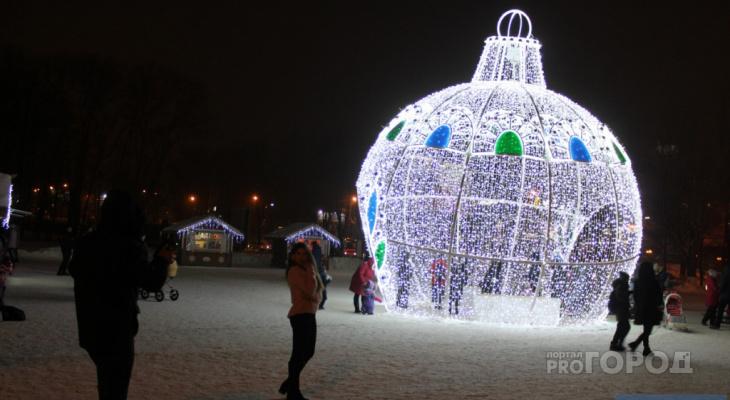 В Сыктывкаре убрали одно из главных новогодних украшений города