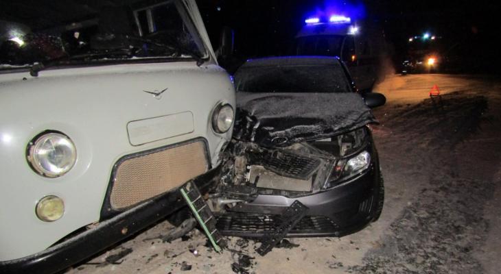 На трассе в Коми «КИА» въехала под «буханку», пострадала женщина