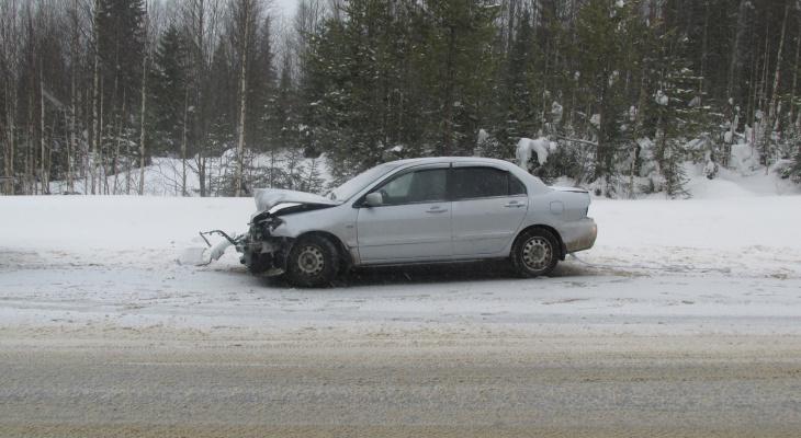 В Коми водитель «Митсубиши» неудачно обогнал попутное авто и въехал в отбойник