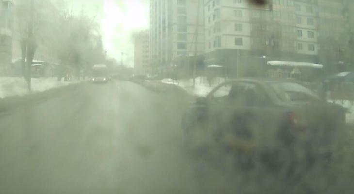Выяснилось, почему затормозил водитель автобуса, где упала сыктывкарка (видео)