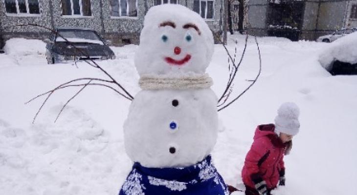 5 забавных снеговиков, которых слепили сыктывкарцы, чтобы побороть весеннюю тоску