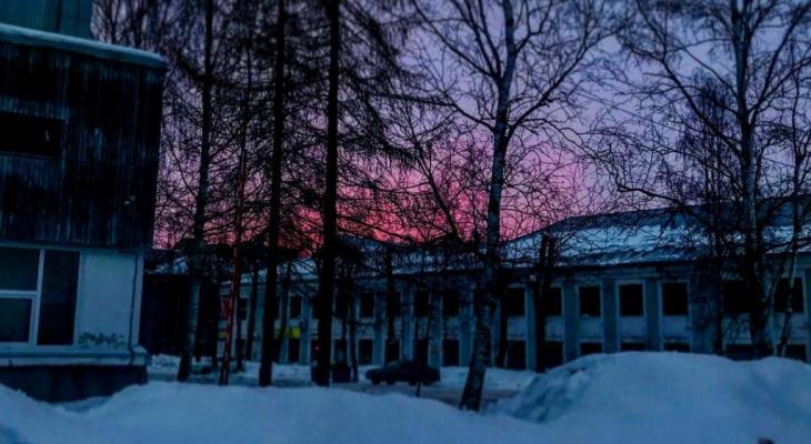 Фото дня: оранжевый рассвет в центре Сыктывкара