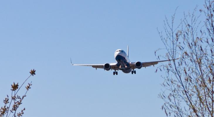 В Сыктывкаре аварийно приземлился пассажирский самолет