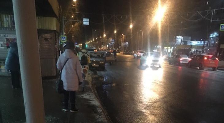 В Сыктывкаре рядом с поликлиникой сбили женщину (фото)