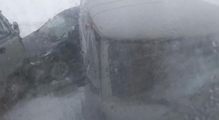 В Коми лютая метель спровоцировала ДТП сразу с четырьмя машинами (фото)