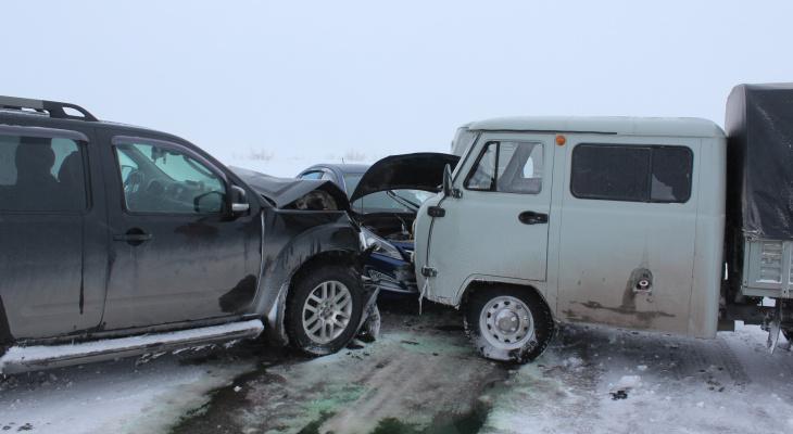 В массовой аварии в Коми, которую спровоцировала лютая метель, пострадал человек