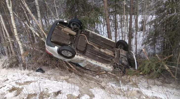 На трассе в Коми перевернулся автомобиль, есть пострадавшие