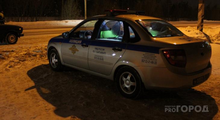 В Сыктывкаре ищут водителя, который врезался в дом и скрылся
