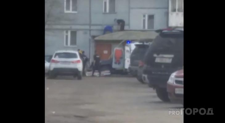 Сыктывкарец, который выпал из окна девятого этажа, скончался