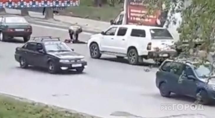 Сыктывкарец без сознания упал на проезжую часть после мощного удара в челюсть (видео)