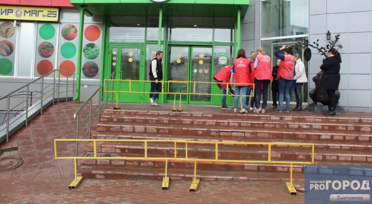 В Сыктывкаре закрывается популярный магазин в центре города, продукты распродают со скидками