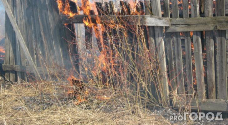В Сыктывкаре дотла сгорел дачный домик в Эжве