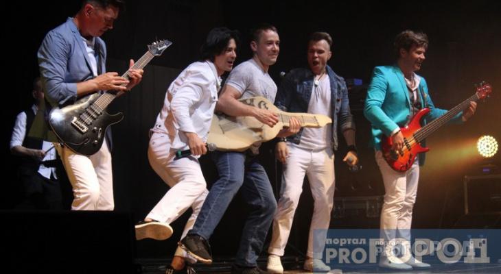 На концерте «НА-НА» выступил сыктывкарец, который «разбил» гитару о сцену (фото)