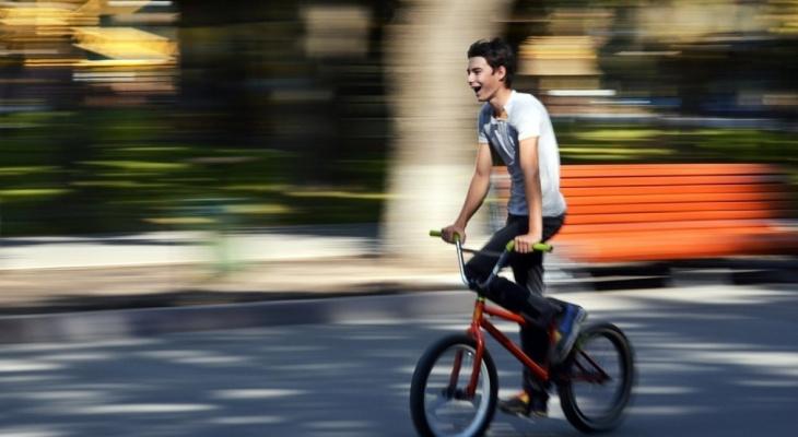 В Сыктывкаре ищут велосипедиста, который сбил женщину и скрылся