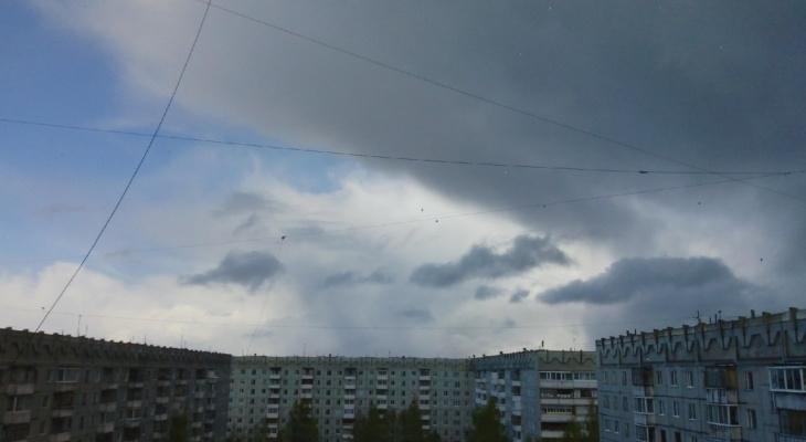 Фото дня: жуткие фиолетовые тучи перед градом над Сыктывкаром