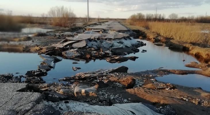 В Коми паводок уничтожил целую дорогу (фото)