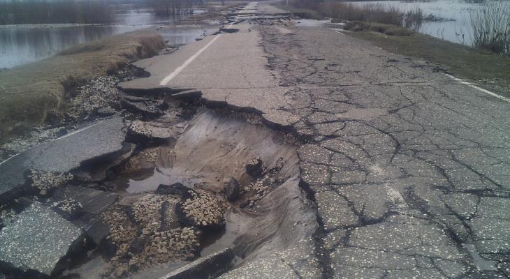 В Коми закрыли дорогу, которую смыл паводок