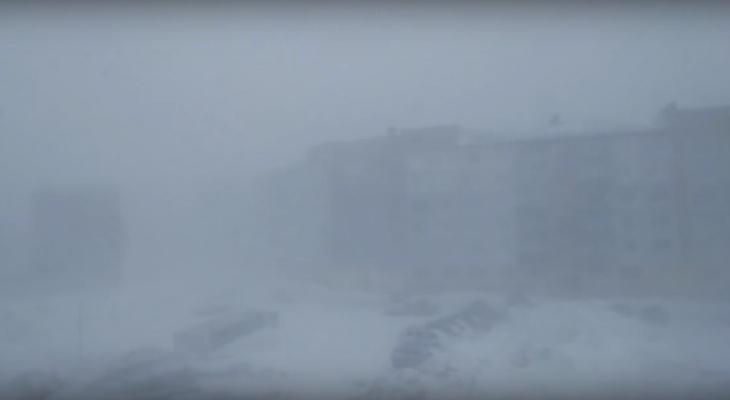 За неделю до лета север Коми накрыла апокалиптическая метель (видео)