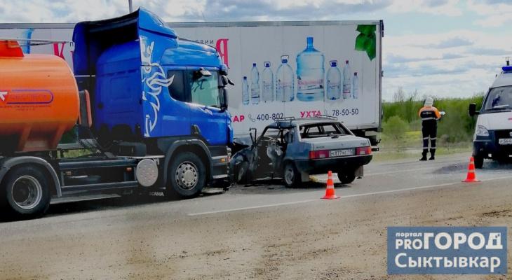 Появились подробности тройного ДТП, в котором бензовоз протаранил «Ладу» под Сыктывкаром