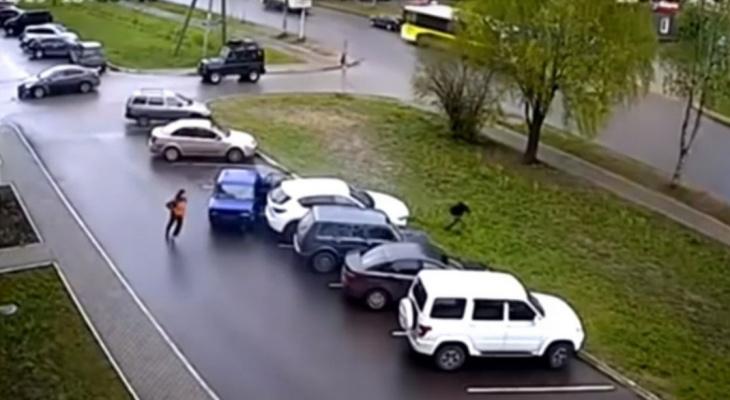 Стала известна личность подростка, который на «шестерке» разбил две иномарки в Сыктывкаре