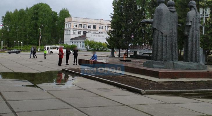 Сыктывкарка: «Подростки скакали по Вечному огню в День защиты детей»