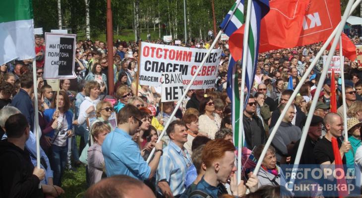 Фоторепортаж: в Сыктывкаре прошел митинг против строительства мусорного полигона на станции Шиес